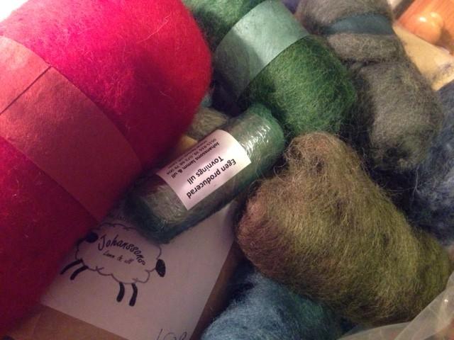 Kardad ull att nålfilta med i många fina färger!